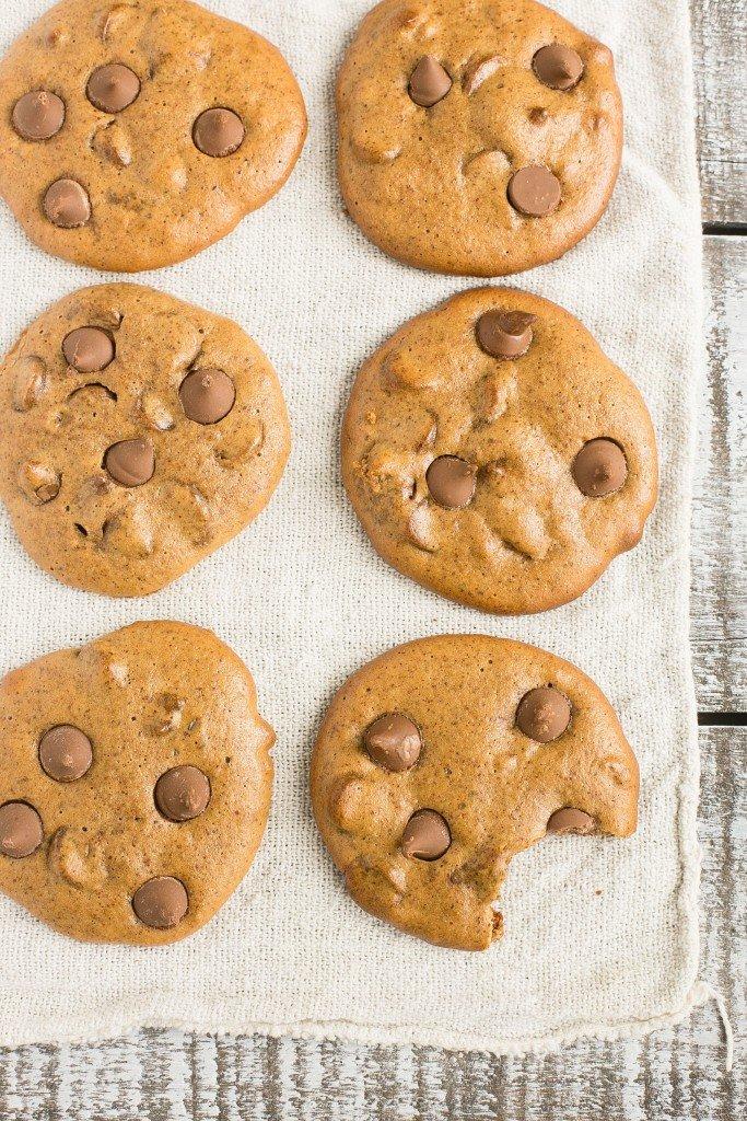 Flourless chocolate chip cookies made with almond butter - gluten free, 5 ingredients, ready in 15 minutes.