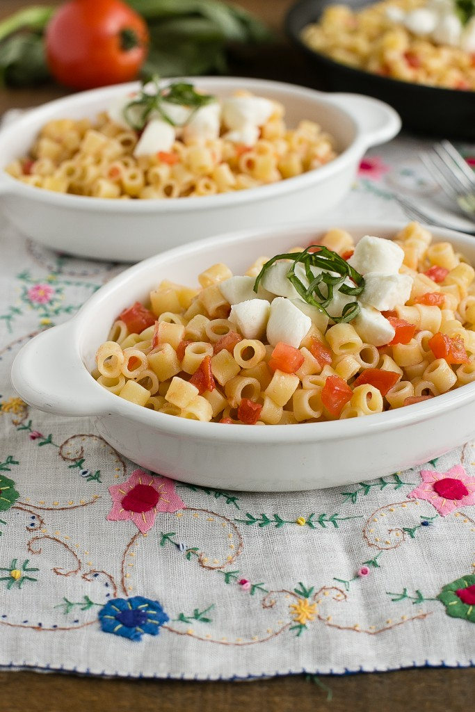 This caprese pasta is perfect for a quick and easy dinner - only 6 ...