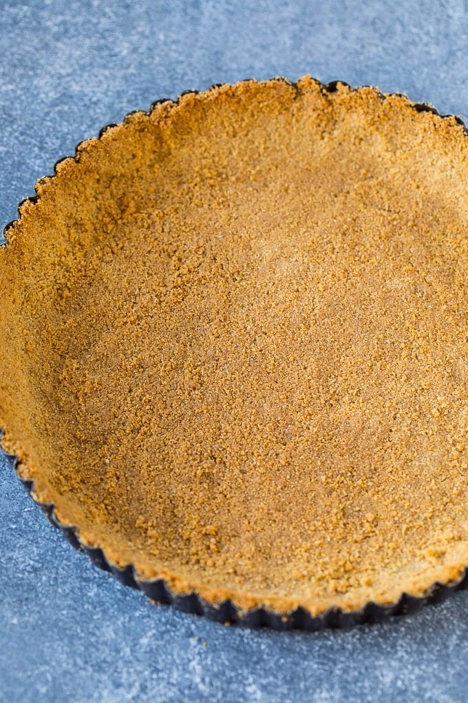 A graham cracker tart crust.