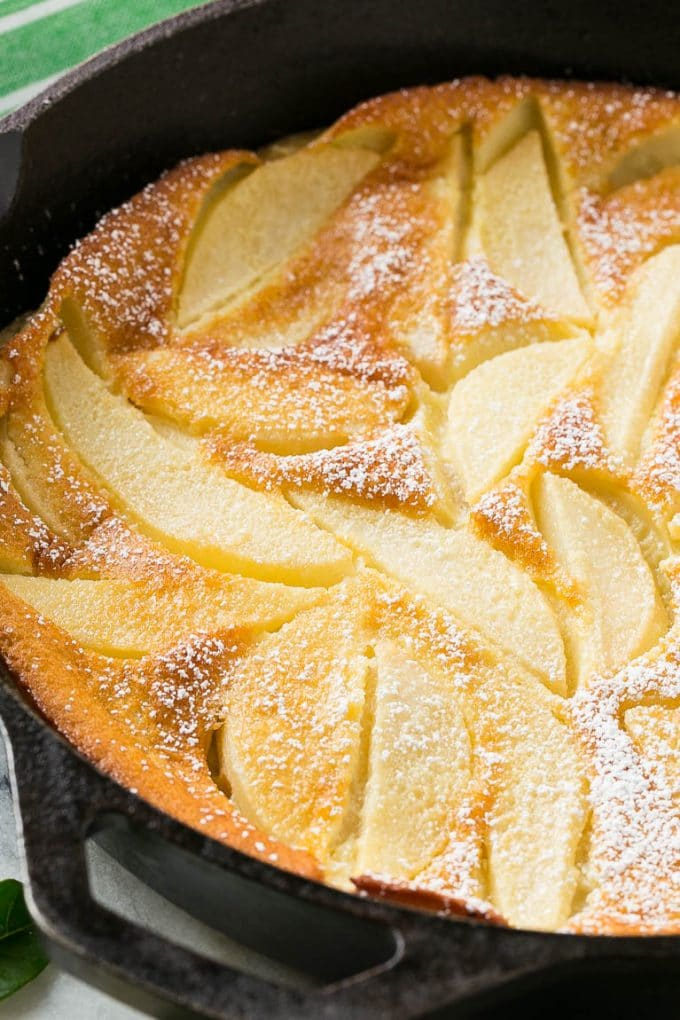 Pear custard topped with powdered sugar.