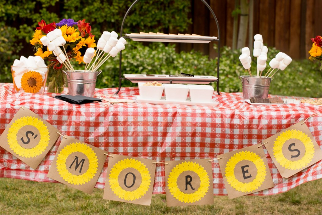 How to throw an amazing summer S'mores bar party plus a recipe for strawberry banana S'mores. Ad
