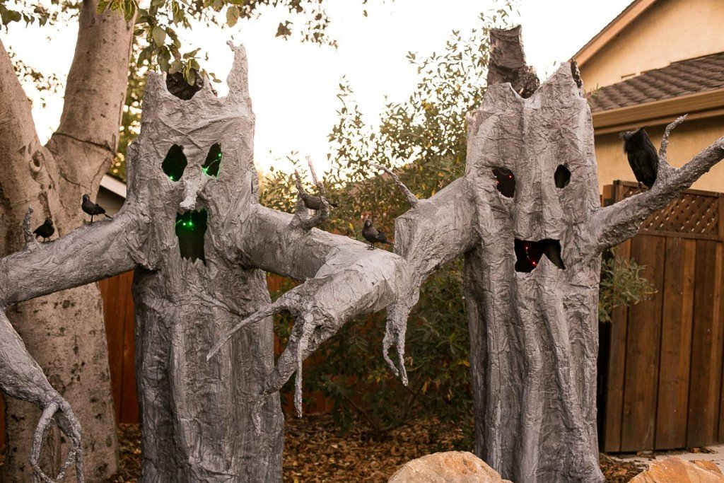 The most epic handmade Halloween display, hundreds of people come to see it every year!