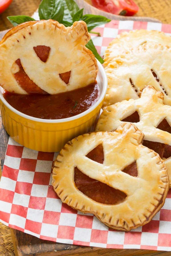 These homemade jack-o-lantern pepperoni pizza pockets are a fun snack for a Halloween party or great to make for dinner before trick-or-treating. Your kids will be thrilled!
