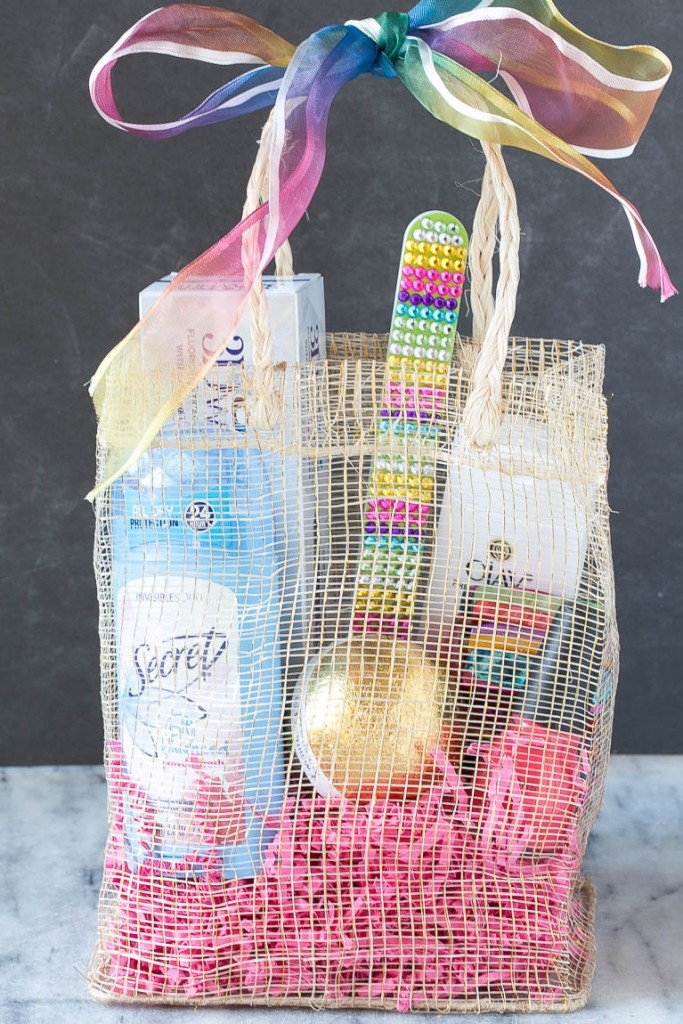 How to make glam bag favors for awards show parties. #AwardWithSavings Ad