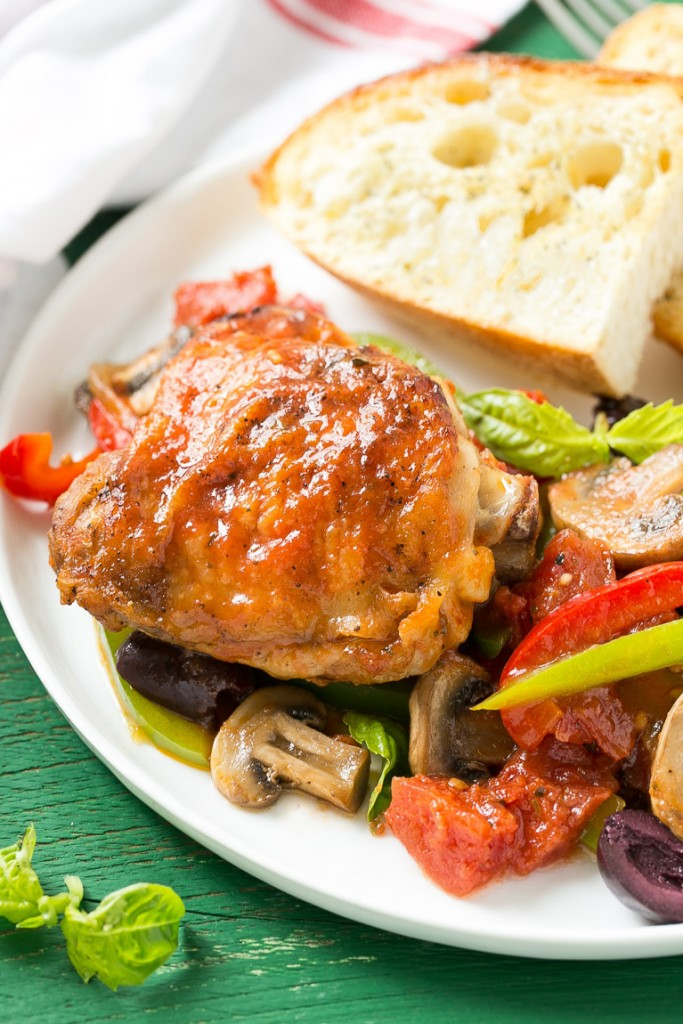 Italian chicken cacciatore dinner at the zoo this recipe for one pot italian chicken cacciatore is a classic dish made with braised chicken forumfinder Image collections