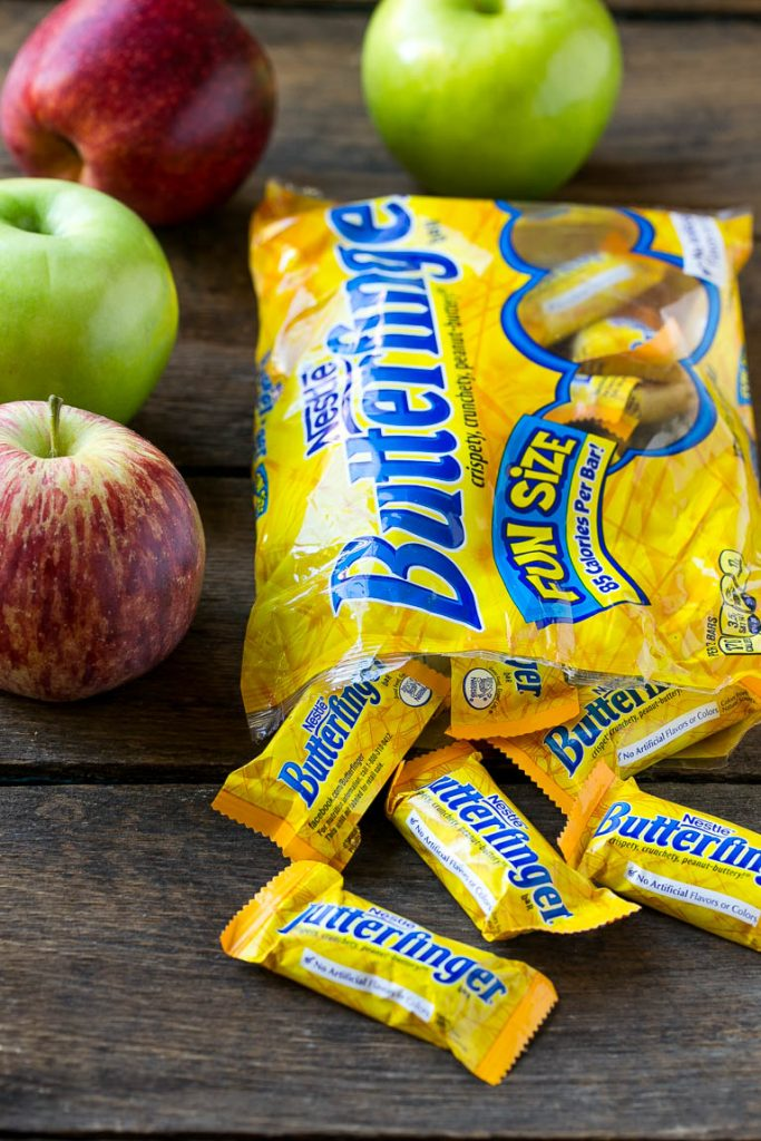 These 3 ingredient Butterfinger caramel apples are the perfect fall treat! AD