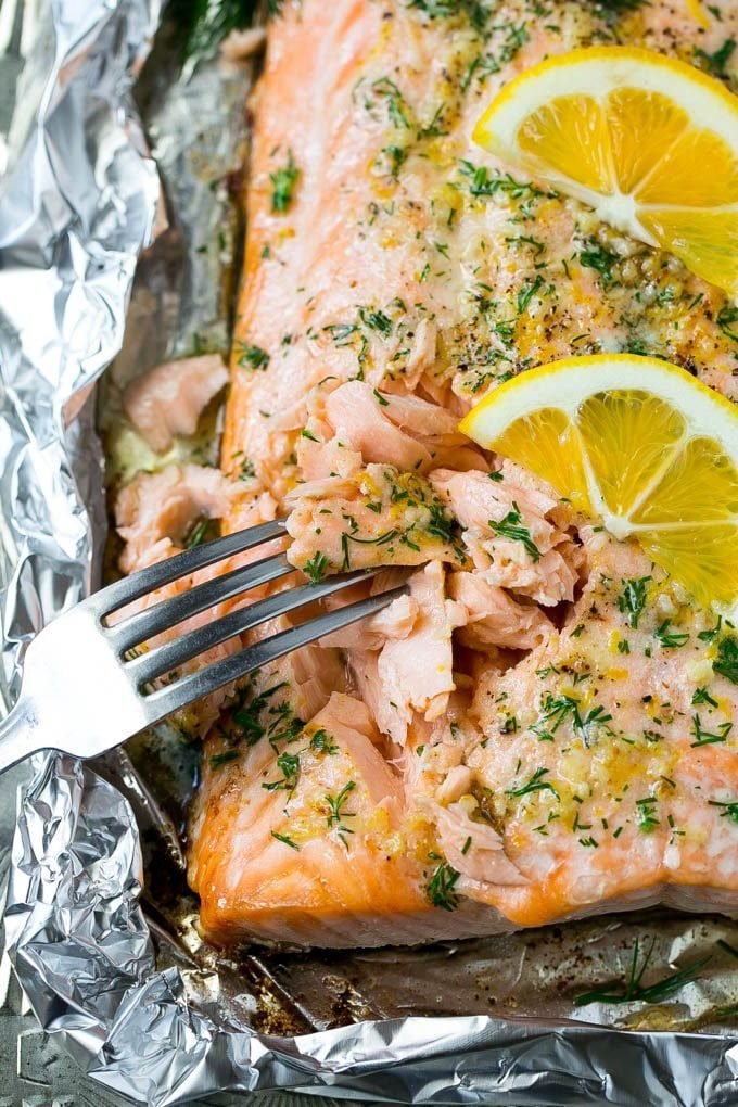How long to cook lemon salmon in oven with foil in fan