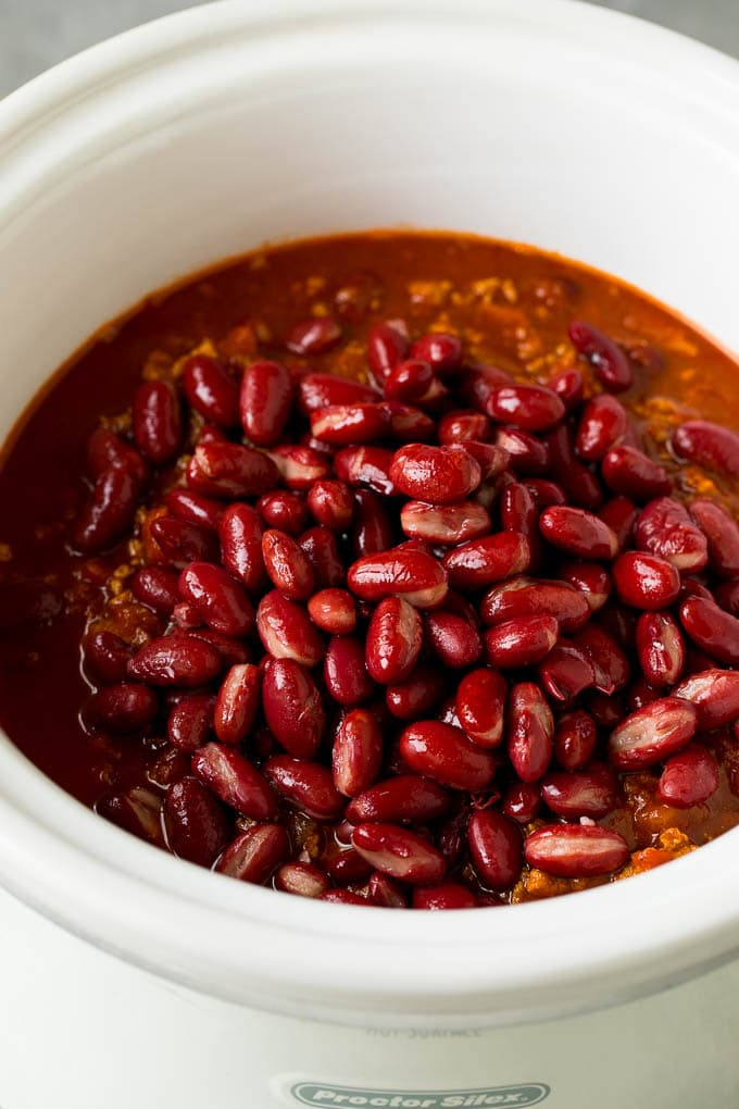 Kidney beans and chili in a slow cooker.