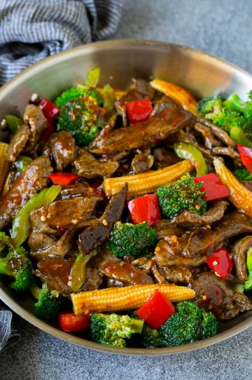 Hunan beef with vegetables in a spicy sauce.