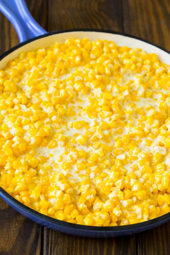 Kremalı sosla pişirilmiş mısır taneleri.