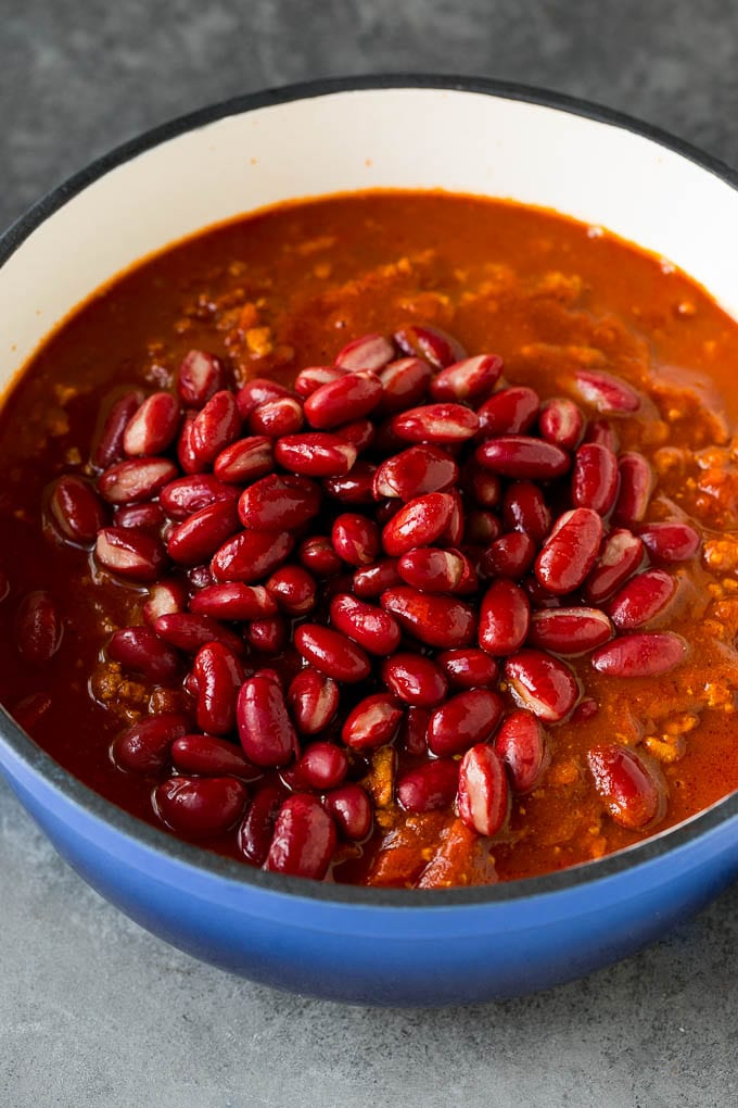 Kidney beans in a pot of turkey with spices and tomato sauce.