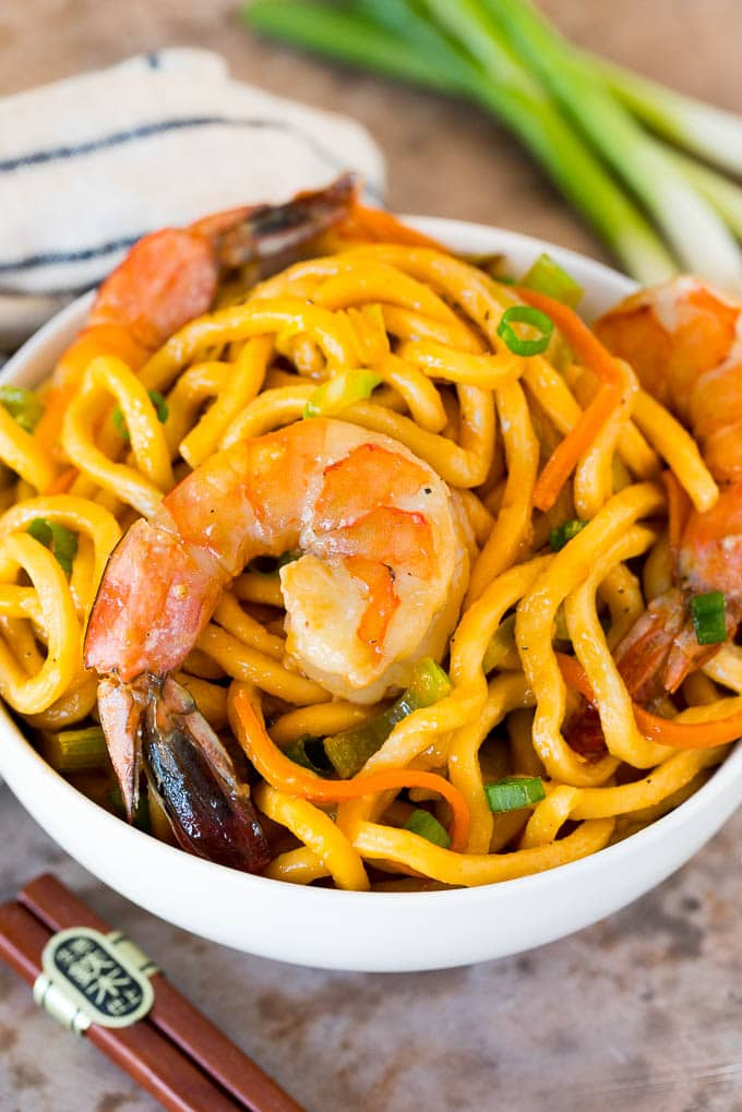 A bowl of shrimp lo mein.